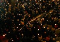 Credinciosii catolici asculta slujba din Noaptea Invierii, la Catedrala Sfantul Iosif din Bucurestii