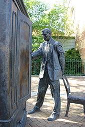 170px-Statue_of_C.S._Lewis,_Belfast