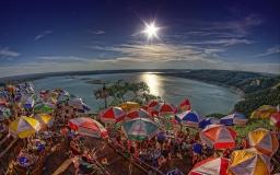 people-enjoy-summer-under-sunshine-wallpaper-53160ed6eae98