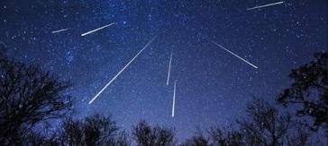 perseide-ploaie-de-meteoriti